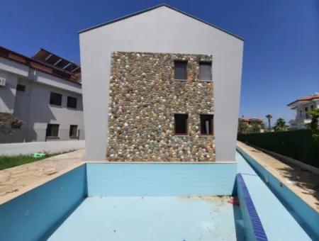 Muğla Ortaca Dalyanda Yüzme Havuzlu 3 Tripleks Villa Komple Satılık